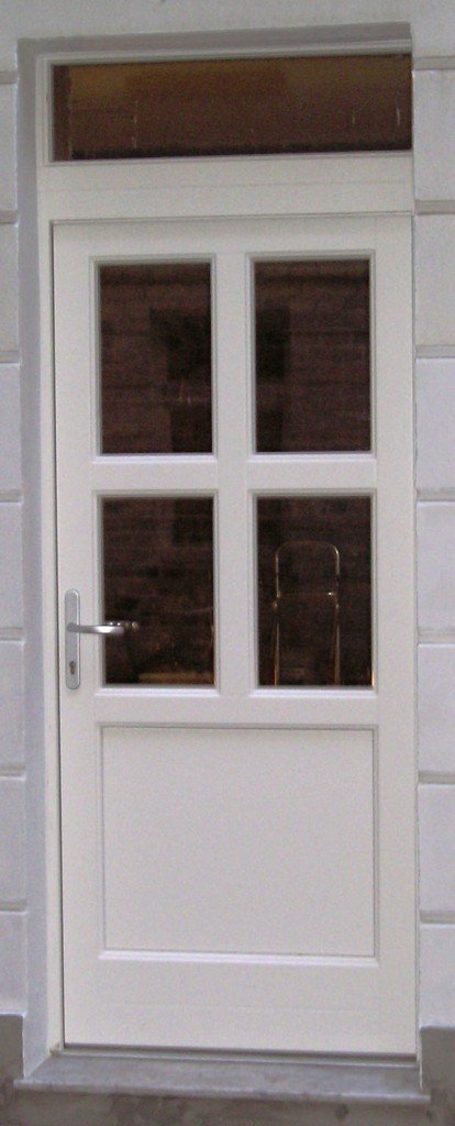 holzfenster und holzeingangst r in berlin mitte fenster. Black Bedroom Furniture Sets. Home Design Ideas